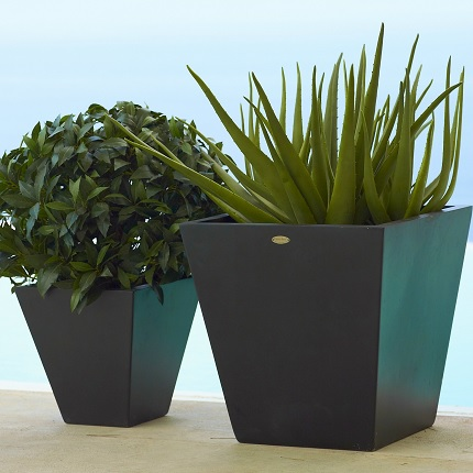 planters set of two
