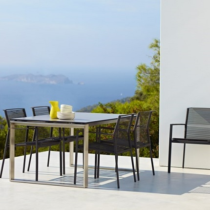 edge chair with table