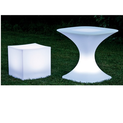 lounge cube and table lit